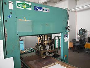 油圧式自動裁断機